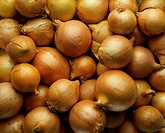 Close_up of a heap of onions