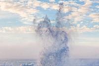 USA, Oregon, Shore Acres State Park, Ocean waves splashing