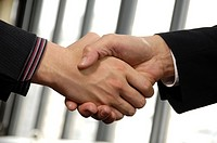 Close_up of businessmen shaking hands