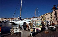 Boats docked at a harbor, St. Tropez Harbor, St. Tropez, French Riviera, Provence_Alpes_Cote d´Azur, France