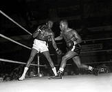 "Cuba's Kid Galivan right vs. Ralph ""Tiger"" Jones left, 04/04/58 Philadelphia Arena, Philadelphia, USA"