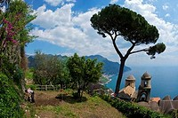 Farmer digging near Villa Rufolo Gardens, Ravello, Amalfi Coast, Salerno Province, Campania, Italy