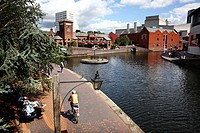 England, West Midlands, Birmingham. People relaxing by a canal in the centre of Birmingham