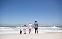 Family looking at sea view from beach (thumbnail)