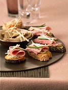 Ham on toast with artichoke bases