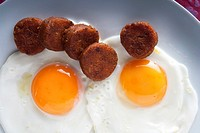 Fried eggs with farinato, traditional dish of Ciudad Rodrigo. Salamanca. Castilla y León. Spain. Europe