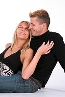 junges Paar sitzend