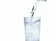 klares wasser einschenken