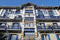Colourful facade, bunte Hausfassade, Hondarribia, Irun, Pais Vasco, Basque Country, Baskenland, Spanien, spain