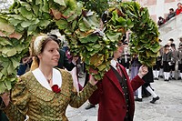 Austria, Lower Austria, Wachau, Waldviertel, Spitz, Men and women in traditional costume dancing at harvest festival