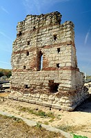 Building A: The Palatium The building, conserved as a wall up, had a patio from which you accessed the interior, nave which must be covered with a dom...