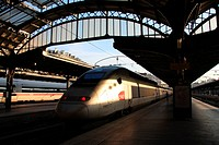 Paris, Gare de l´Est, railway station, train, railroad, transport, TGV, express, locomotive, engine