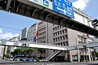Naha (Japan): road and footbridges along Wakasa-odori, in the Wakasa neighborhood