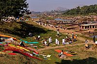 India, Karnataka, Hampi, on the World heritage list of UNESCO, former capital of Vijayanagara kingdom, people bathing in the Tungabhadra river