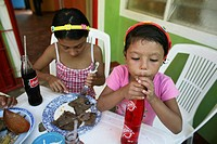 colombian girls heaving a meal
