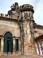 La Martiniere College school. Entrance. Tower. Image of lion statue on roof. Colonial style. Founded 1836. First school in the world to have been awar...