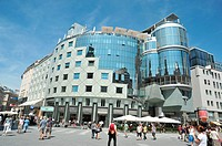 Haas Haus, created by Hans Hollein, built on the post-modernist architectonic movement. Conceived in between 1985 and 1990 in the hystoric centre, Sep...