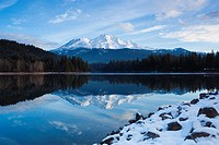 USA, California, Northern California, Northern Mountains, Mount Shasta, view of Mt  Shasta, elevation 14,162 feet from Siskiyou Lake, morning, winter