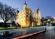 tower of london night london england uk