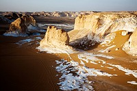 desert landscape in evening mood, Egypt, Sahara, White Desert National Park, Oase Bahariya, Farafra