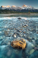 North Saskatchewan River with Mount Peskett in the background, Kootenay Plains, Bighorn Wildland, Alberta, Canada