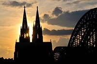 Cologne cathedral in the evening with Hohenzollern bridge, Hohenzollernbruecke, Germany, North Rhine_Westphalia, Cologne