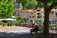 shady place in scenic village, France, Moustiers_Sainte_Marie