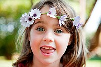 Young girl with daisy chain on head, portrait (thumbnail)