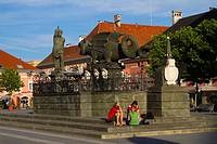 Europe, Austria, Carinthia, Klagenfurt am Worthersee, Neuer Platz, Lindwurm Fountain.