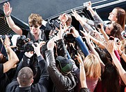 Celebrity waving to paparazzi and fans (thumbnail)