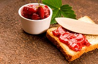 Wild strawberry jam with toast