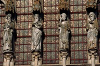 Statues on Basilique Sainte Madeleine in Vezelay, France
