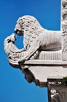 Lucca (Italy): sculpture on Cathedral of San Martino&#8217;s fa&#231;ade