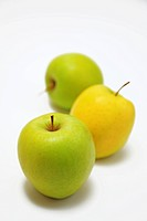 Three apples, close_up