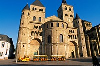 Germany, Trier, Rhineland_Palatinate, Dom St. Peter Cathedral Der Dom.