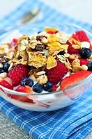 Yogurt with berries and granola