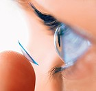Woman's eye , contact lense