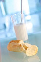 Health problems are led back milk glassware with bread _ Mayr Kur _ To F. X. Mayr on digestion troubles. Next to massages of the stomach room and the ...