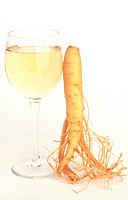 Human being root is leaned a glassware of ginseng wine onto that a ginseng root