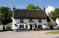 ´The Green Dragon´ public house inn at Brook in the New Forest National Park, Hampshire, England  The building is a traditional thatched building typi...