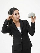 Half_lengh View of young Business woman hollding model brain