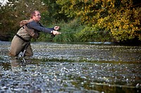 FLY FISHERMAN ON THE HUISNE RIVER NEAR NOGENT_LE_ROTROU, PERCHE, EURE_ET_LOIR 28, FRANCE