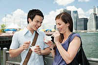 Couple eating ice cream, New York City, USA
