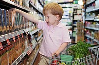 Boy 5-6 shopping with shopping cart (thumbnail)