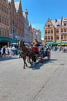 Horse-drawn carriage, Provinciaal Hof, Provincial Court, Grote Markt square, historic centre of Bruges, UNESCO World Heritage Site, West Flanders, Fle...