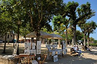 Artist´s stall in a tree lined promenade, Bastide town, Domme, Les Plus Beaux Villages de France, Dordogne, France, Europe