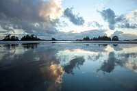 clouds at sunset over chesterman´s beach and frank´s island near tofino, british columbia canada