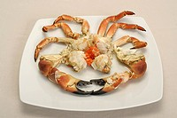 Preparing a crab