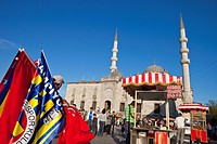 Turkey, Istanbul, historical centre listed as World Heritage by UNESCO, Eminn district, a vendor of flags in front of the Yeni Cami New Mosque