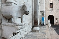 Italy, Puglia, Bari, the old town, Basilica di San Nicola St Nicholas Basilica built between 1087 and 1197, during the Italo_Norman domination of Pugl...